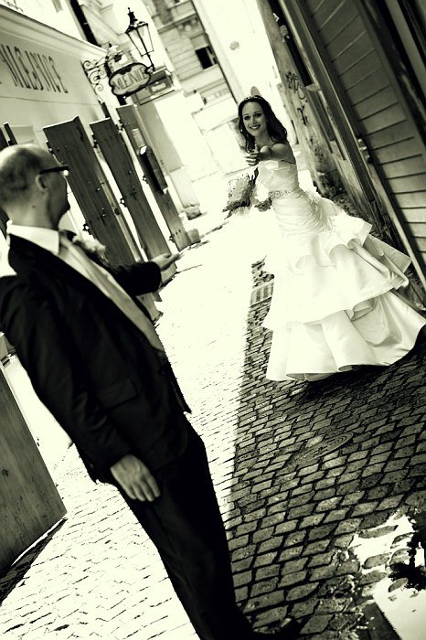 Lucie s bývalým manželem, černobílá svatební fotografie.
