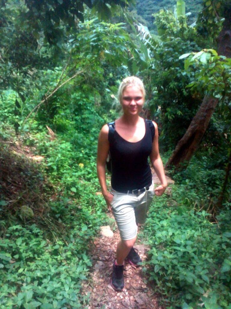 Kristýna na procházce v pralese.