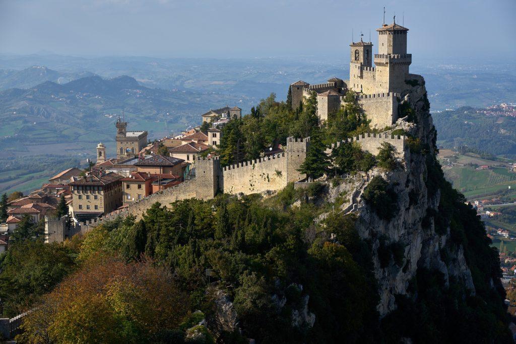 Pohled na San Marino, focené z letadla.