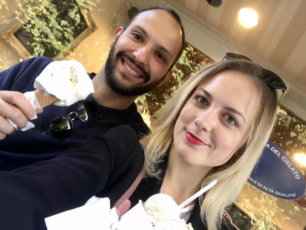 Barča a Marco si užívají skvělou italskou zmrzlinu.