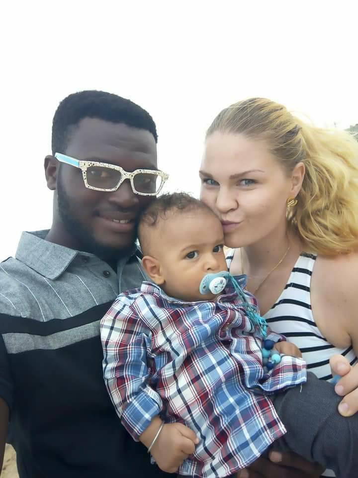 Kristýna s manželem a prvním dítětem.