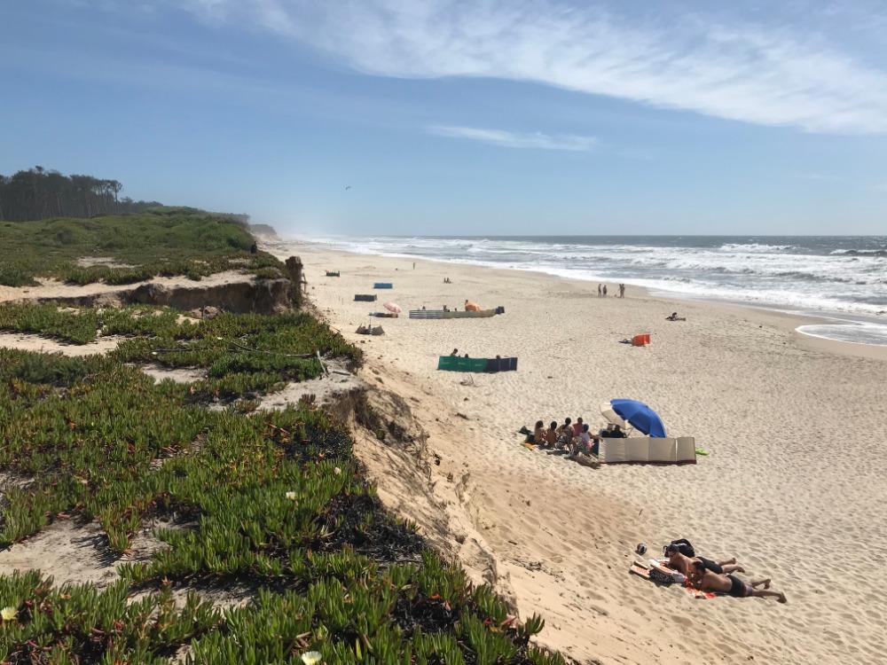 Jedna z portugalských pláží, nacházející se v Cortegaca