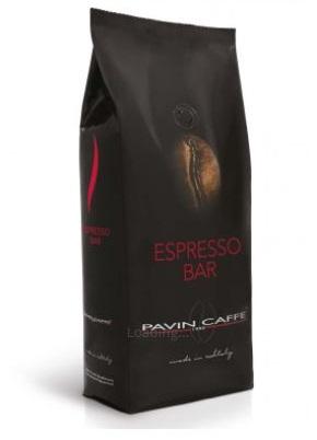 krémová italská káva na espresso v černém obalu