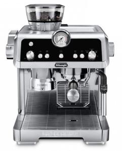 šedočerný pákový kávovar DeLonghi