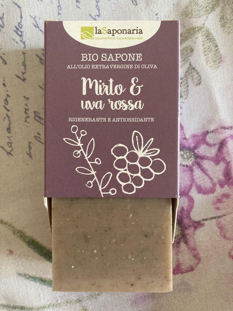bio tuhé mýdlo myrta a červené víno ve fialové krabičce