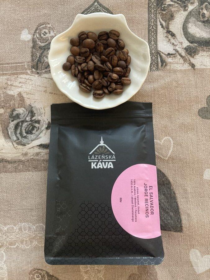 balení kávy El Salvador se zrníčky