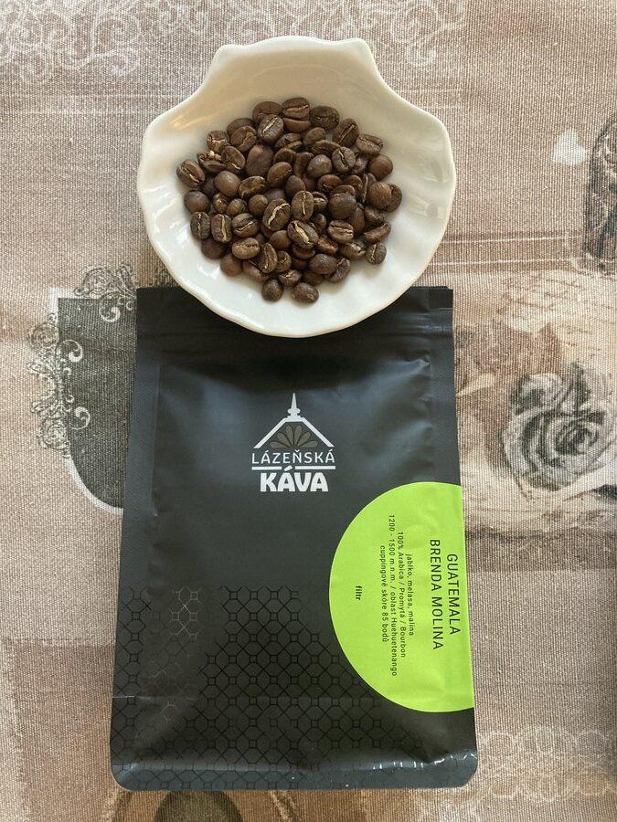 balení kávy Guatemala se zrníčky