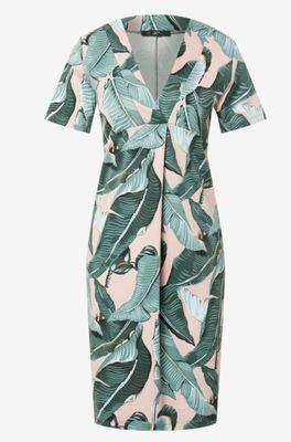 letní šaty s listy na růžovém pozadí