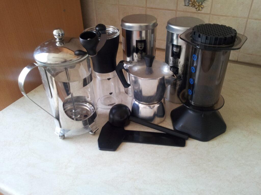 nástroje, které jsme použili pro přípravu kávy značky Lázeňská káva